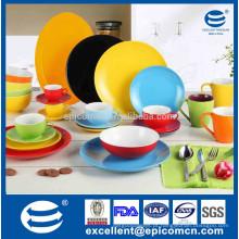 Placa de comensal vitrificada da porcelana da cor diferente, jogo diferente do chá da cor a escolher
