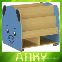 Mobilier en bois de maternelle Dessin animé d'enfants Bibliothèque mobile, cochon Dessin animé