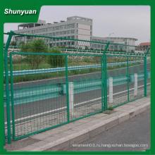 Заборный забор из проволочной сетки / забор из пвх с проволочной сеткой с квадратным штырем (на заводе)