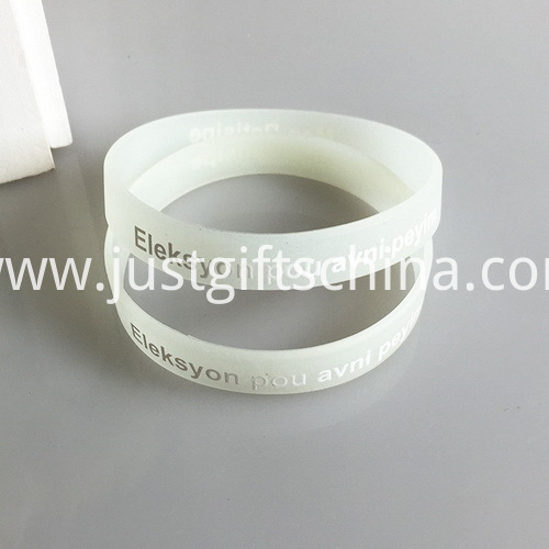 Custom Glow In The Dark Silicone Wristbands - 202mmx12mmx2mm (3)