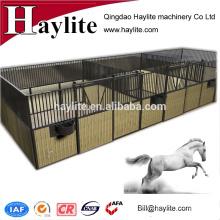 Valla de caballo de metal de tablero de bambú estable con puerta corredera