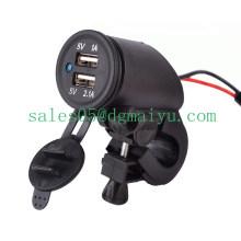 Soquete duplo da motocicleta de 12V 2.1A USB com luz do diodo emissor de luz