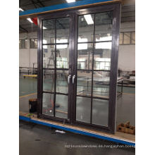 Puerta con rejilla de aluminio con bisagras