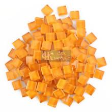 Кусочки оранжевого стекла размером 1 см для мозаичных кашпо
