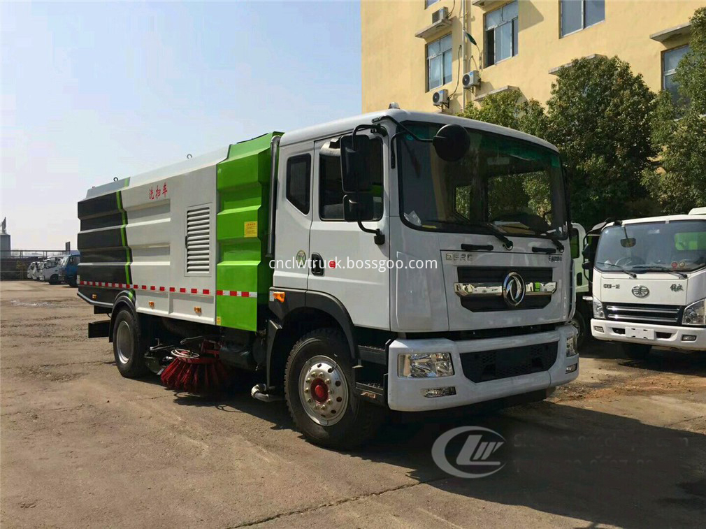 vacuum road sweeper truck 4