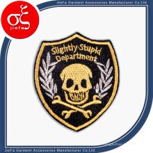 Emblema / emblema / etiqueta feitos sob encomenda baratos do bordado da venda quente para a roupa