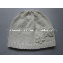 White pure lady tricoté en acrylique hat / beanie pour l'automne