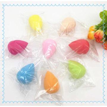 Cosméticos coloridos compõem esponja