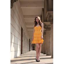 Женское горчичное платье без рукавов и клеш