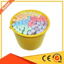 tiza pequeña coloreada con titanato de calcio