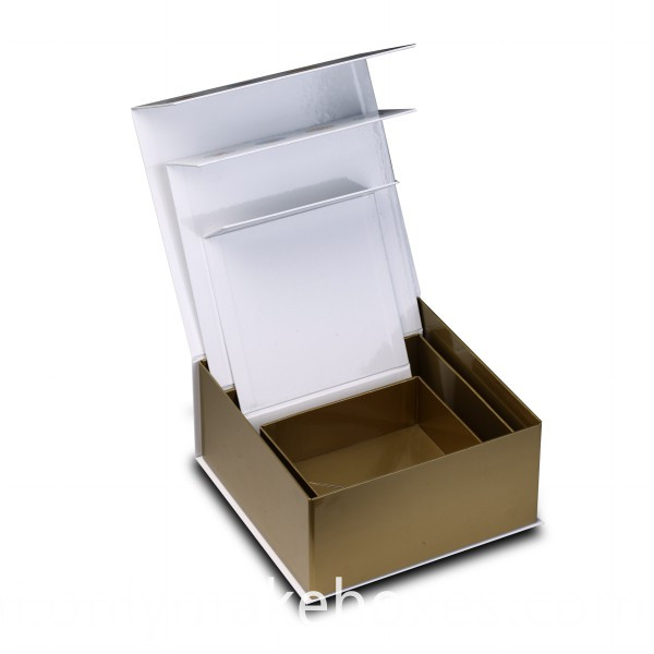 Collapsible Box with side way folding and magnet closure