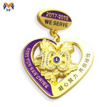 Emblema de diamante de coração de ouro de decoração