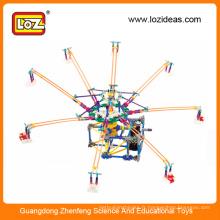 Électricité Le parc d'attractions des enfants monte les blocs de construction les jouets en brique