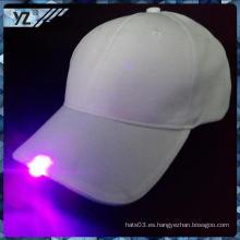 Proveedor de oro de China al por mayor y personalizado China personalizado a medida de gorra de béisbol LED con gran precio