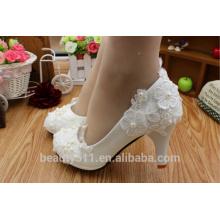 Robe de mariée blanche vestimentes talons hauts en gros la nouvelle dentelle chaussures de mariée à la main printemps / été PU chaussures de mariée WS032