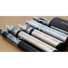 encendedor de cigarrillos electrónicos y pluma
