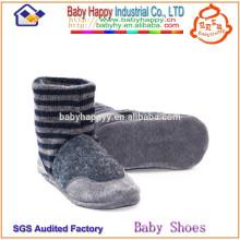Los zapatos de calidad superior suaves del bebé de los calcetines fijaron