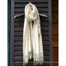 Écharpe brodée à la main en soie