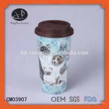 Taza de doble pared de 15 onzas, taza de cerámica con tapa, productos de diseño nuevo taza de cerámica de pared doble con tapas de silicona Imagen de impresión personalizada
