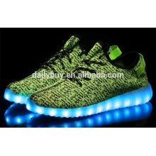 Famosa marca yezi homens esportes sapatos com luz leve led