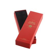 Красный винный ящик золотой фольги логотип с пространством