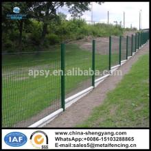2m * 1.5m geschweißte Drahtzaunplatten mit PVC überzogen und Pfirsichpfosten