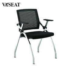 Stapelbare Stühle mit Anschlüssen