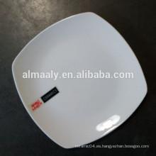 Plato cuadrado de cerámica blanca para el restaurante