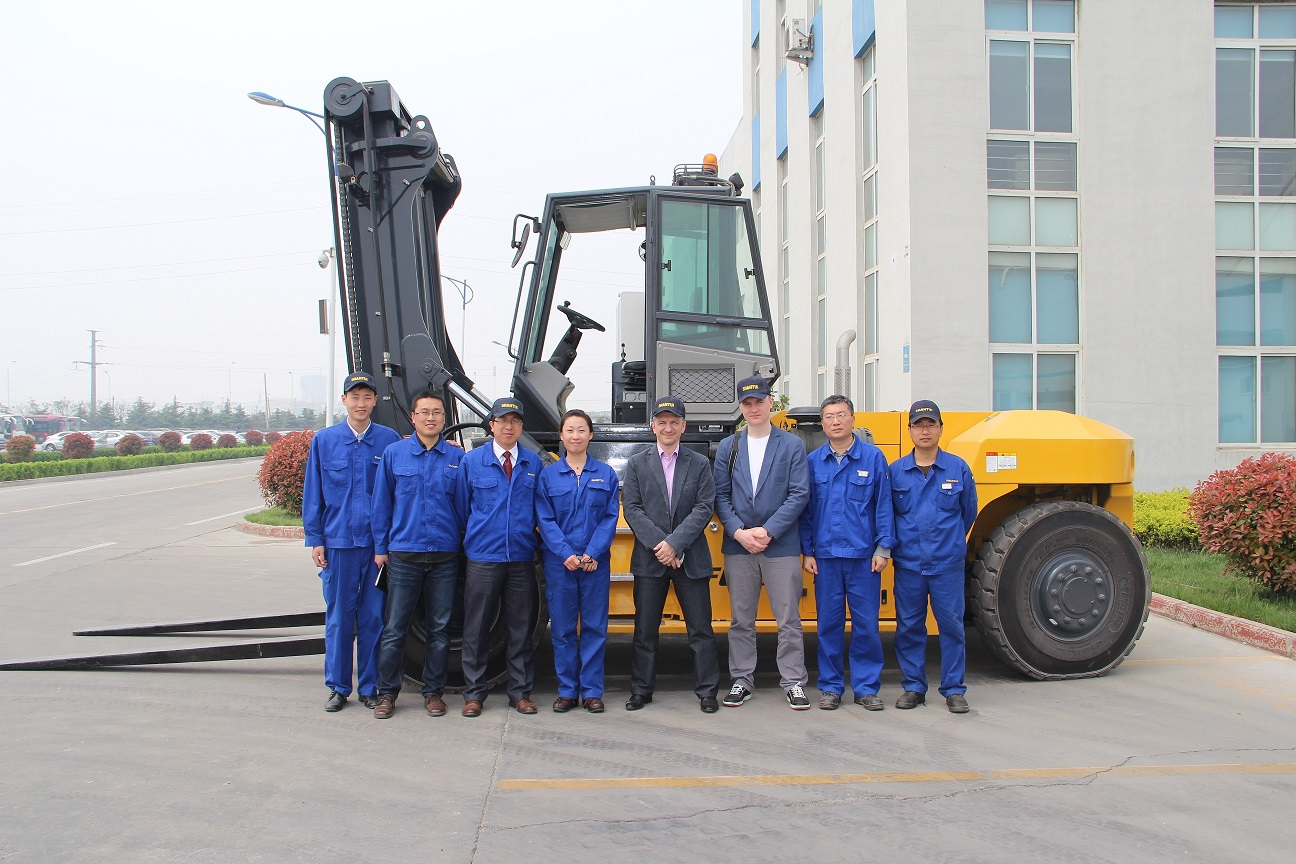 our customer for heavy-duty forklift