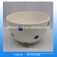 Blanco pintado a mano tazones de cerámica con pintura de punto azul