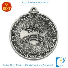 A venda quente personalizou a liga de zinco do chapeamento de prata antigo 2D que voa a medalha para o presente