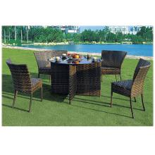 Garten ein Tisch und vier Sitze