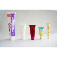 Tubo de plástico. Tubo flexível. Tubo flexível para embalagens de cosméticos (AM14120234)