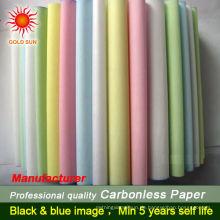 farbige Papierrollen