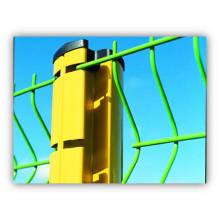 Zaun und Pfosten in PVC beschichtet