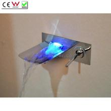 Носик из нержавеющей стали 3 цвета светодиодные водопад настенный Смеситель для ванны (QH0500WSF)