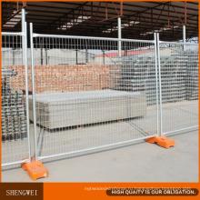 Свободный стоящий временный забор для строительства использовался