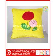Amarillo lindo cojín suave de felpa con flores impresas