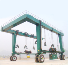 Straddle Carrier / Yacht Crane