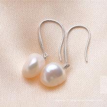 Boucles d'oreilles en perles d'eau douce baroques blanches