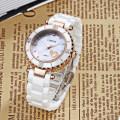 Мода Высокое-Класс Алмаз Шипованных Движение Ножниц Перламутровый Циферблат Сапфировое Стекло Керамический Дамы Часы
