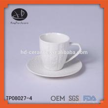 Oem cerámica taza de café en relieve y platillo, taza de té de cerámica personalizada y platillo