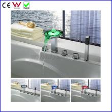 Deck Montado China Bath & Shower Faucet LED Torneira da banheira (FD15304F)