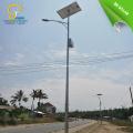 Éclairage public avec batterie solaire