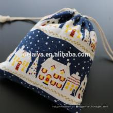 O presente do Natal ensaca sacos de embalagem feitos sob encomenda dos sacos de cordão do Dobro-lado do algodão de linho