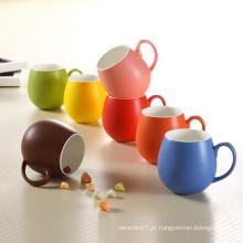 Canecas cerâmicas do copo redondo de porcelana de vitrificação colorido do projeto