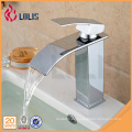 Cubierta de montaje cascada grifo del baño Vanity recipiente disipadores Grifo mezclador grifo de agua fría y caliente