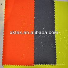 Tissu répulsif contre les taches d'eau et d'huile
