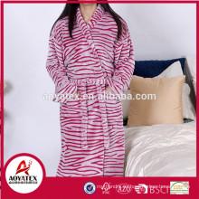 Fábrica al por mayor patrón de corte de cebra franela fleece albornoz mujeres ropa de dormir