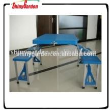 Faltbare zusammengesetzte Tabelle und Stuhl im Freien
